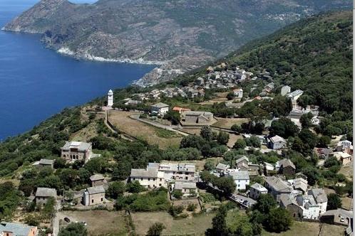 Le-village-de-Canari